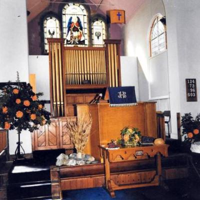 Epping URC: Interior of the Old Church
